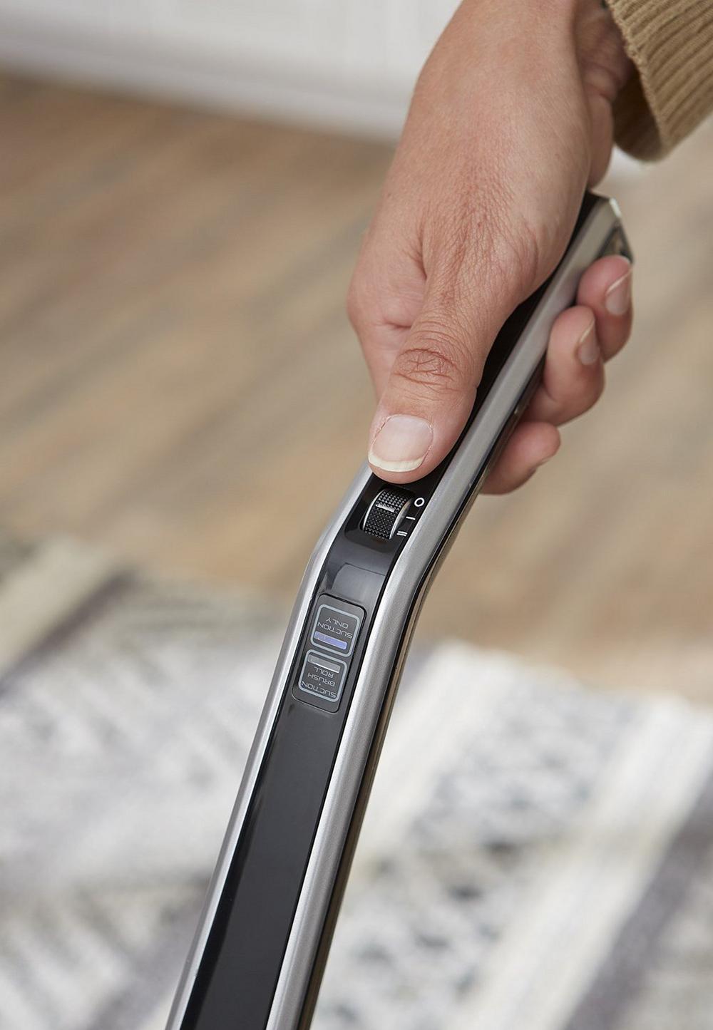 LiNX Signature Cordless Stick Vacuum7