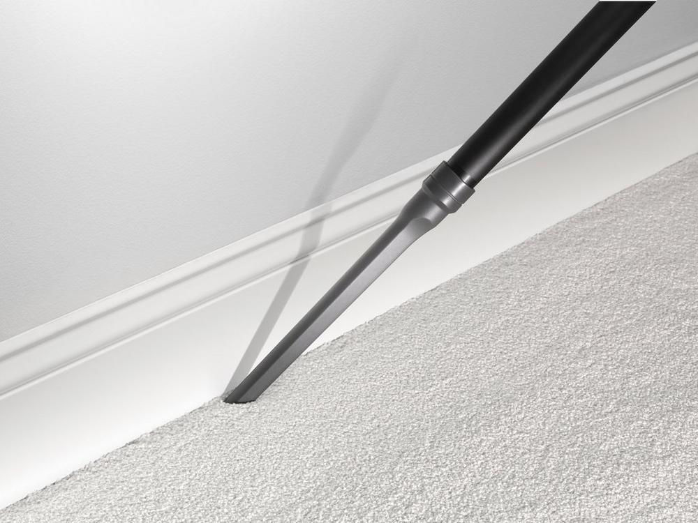Rewind Bagless Upright Vacuum6